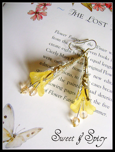 """FLOWERS COLLECTION-""""LUCIENNE"""" LUCITE TRUMPET FLOWER EARRINGS-ORECCHINI VINTAGE CON FIORE IN LUCITE  COL. GIALLO"""