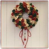 Corona natalizia  con petali di cotonine americane sui toni rosso,verde e avorio