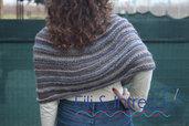 mantellina a poncho di lana fatta a mano ai ferri