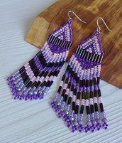 Orecchini lunghi con perline viola e rosa fatti a mano