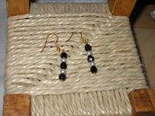 orecchini con cristalli di Boemia  neri e perle bianche