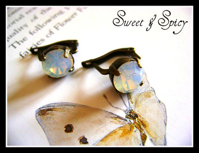 LUXURY COLLECTION-OPAL SWAROVSKY EARRINGS-ORECCHINI TONDI STILE VINTAGE CON CRISTALLI SWAROVSKY OPALE