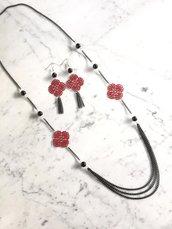 Parure collana e orecchini con perle in onice, filigrana smaltata rossa e catenella nera