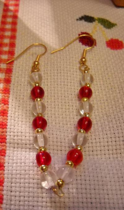 orecchini  con perle di vetro trasparenti  e rosse