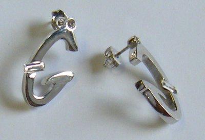 orecchini lettere ...G...in metallo anallergico colore argento e strass