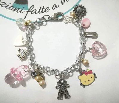Braccialetto charms, con pendenti. Idea bambina Hello Kitty Pezzo unico.