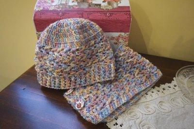 Cappello e collo neonato. Lana multicolor.