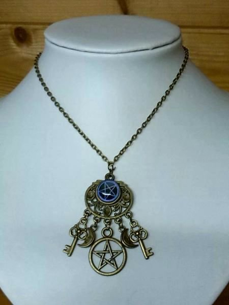 collana tono bronzo con pentacolo e chiavi pendenti