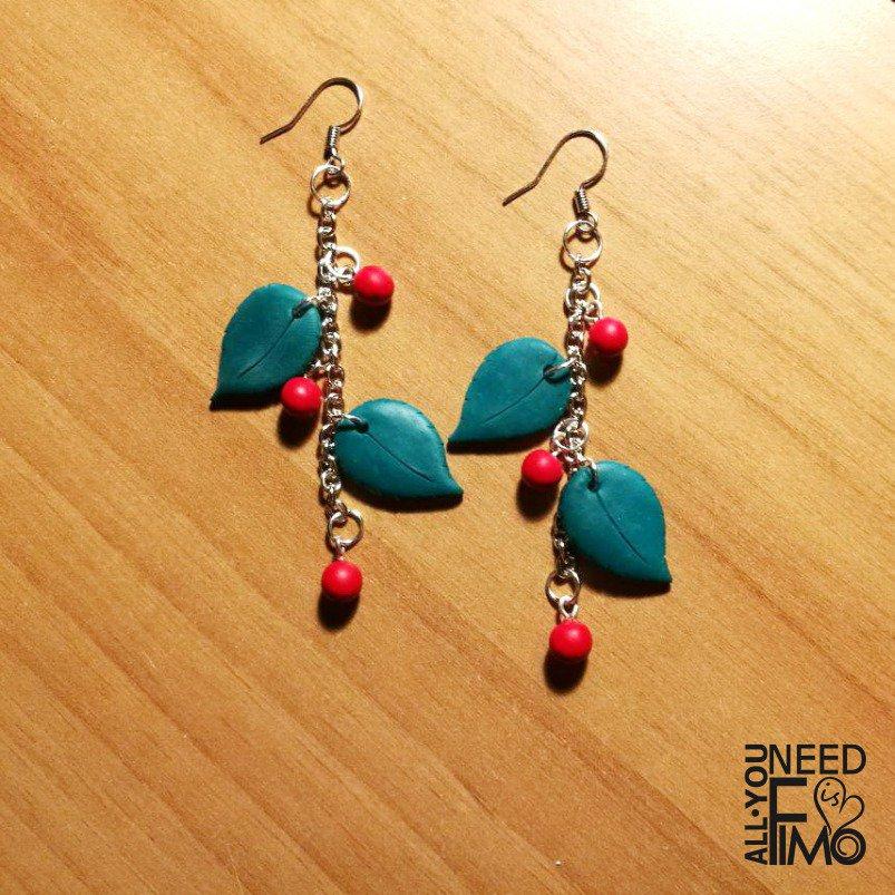 Orecchini vischio, orecchini natale, orecchini fimo, orecchini foglie, orecchini bacche, orecchini verdi, orecchini rossi, idea regalo