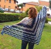 Scialle in lana d'angora e lurex.