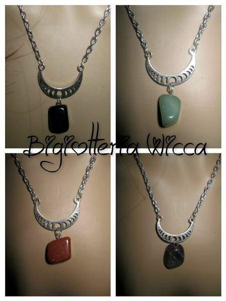 collana pendente con falce di luna e pietra