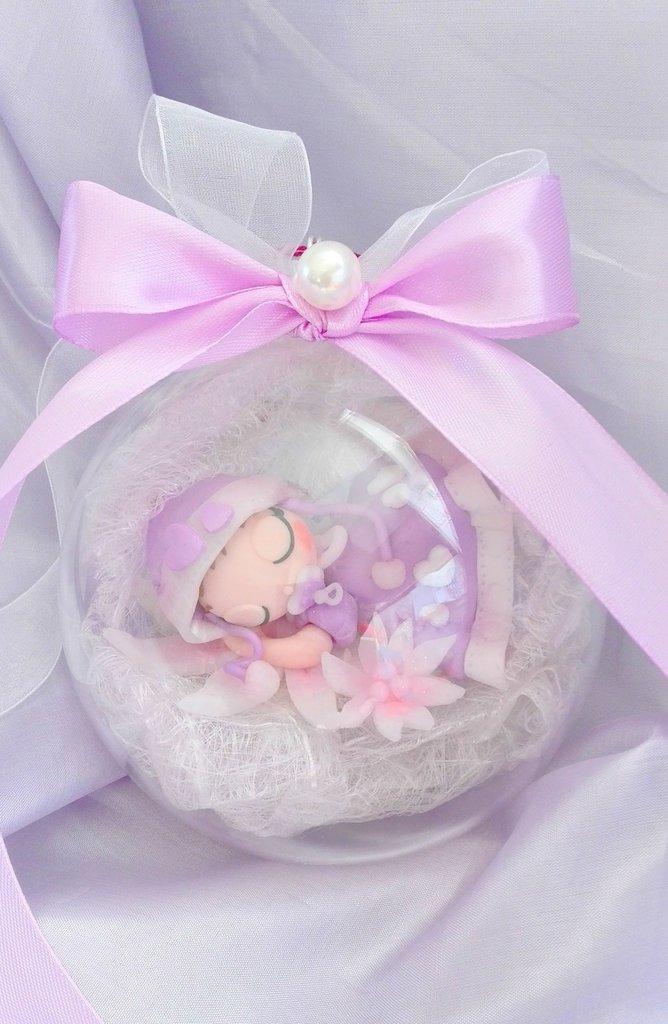 Bebè in sfera trasparente