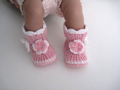 Scarpine stivaletti rosa / bianco neonata fatte a mano idea regalo corredino nascita battesimo lana uncinetto