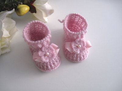 Scarpine stivaletti rosa neonata fatte a mano idea regalo corredino nascita battesimo cerimonia lana uncinetto
