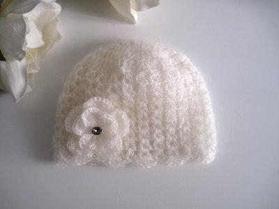 Cappellino neonata mohair color panna con fiore