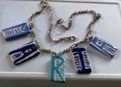 Girocollo con catena di metallo con lettere manufatte di ceramica per comporre il proprio nome