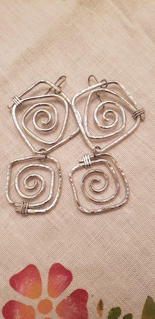 Orecchini pendenti in alluminio battuto