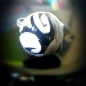 Anello black and white