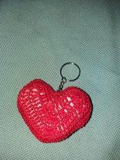 Portachiavi cuore in filato rosso con imbottitura