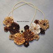 Collana kanzashi con fiori 2.2 colori marrone beige sabbia