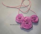 Collana con fiori colore rosa di raso 4