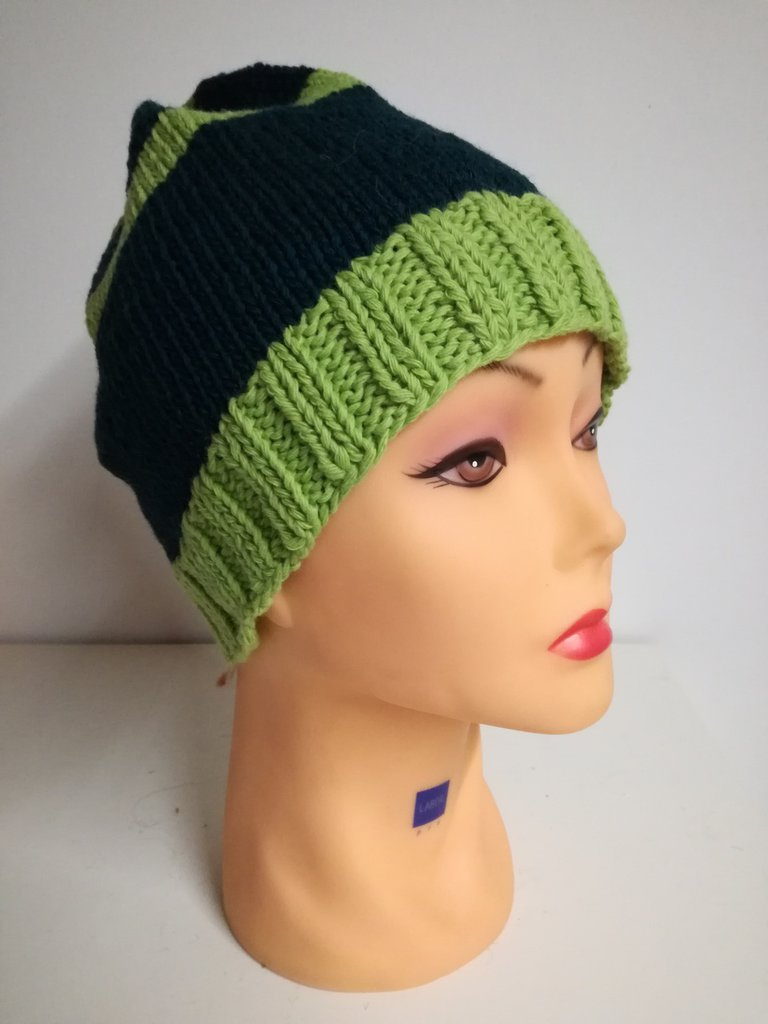 cappello in lana verde a righe