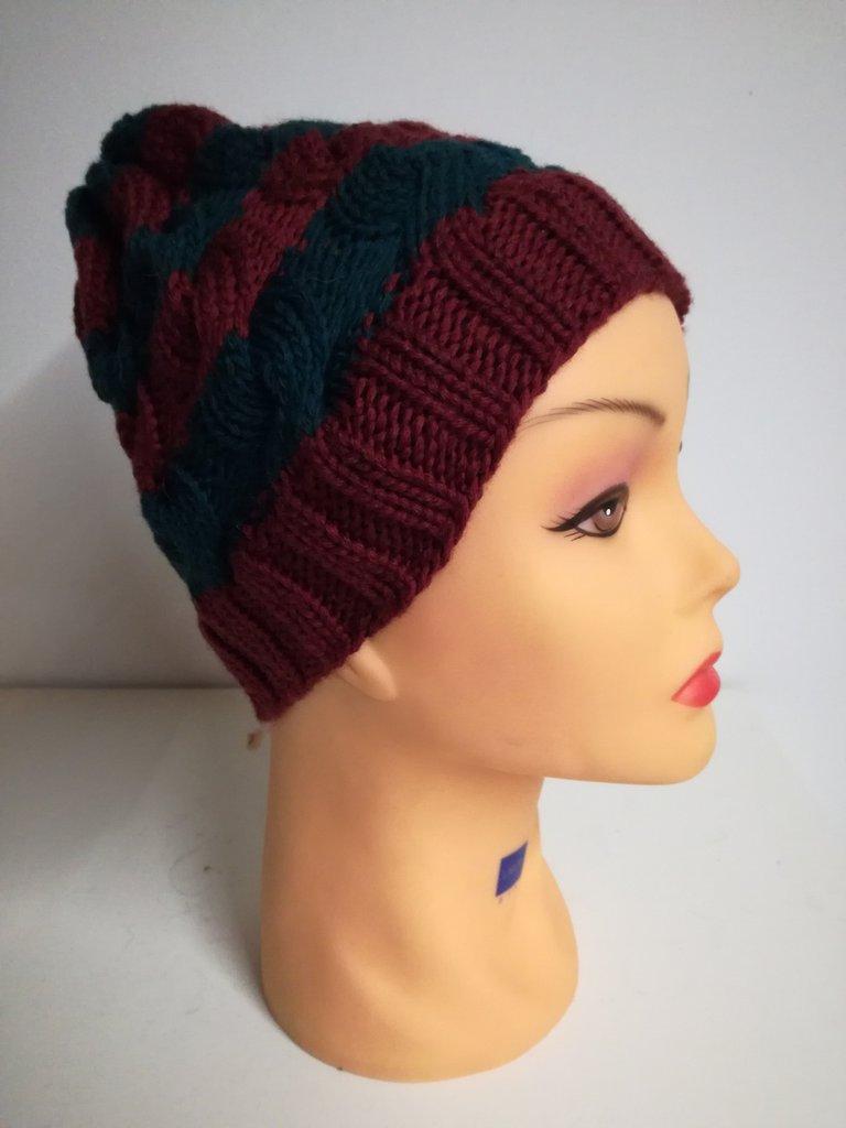 cappello in lana a trecce e righe