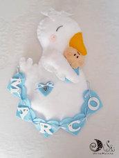 Fiocco nascita tenera cicogna con bebè e banner name cuoricini per bimbo
