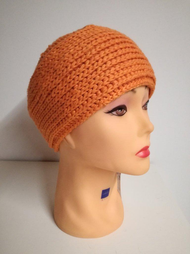 cappello a fascia lavorato all'uncinetto