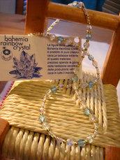 Collana con cristalli di Boemia trasparente e azzurri e perline dorate
