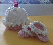 SET berretto e babbucce in stile CUPCAKE in pura lana merino
