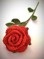 Rosa rossa all'uncinetto - stelo 40 cm