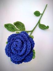 Rosa blu all'uncinetto - stelo 40 cm