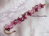 Bracciale al chiacchierino color rosa ed amaranto, cristalli viola, perle rosa polvere