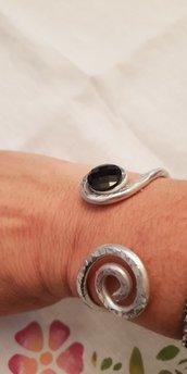 Bracciale rigido in alluminio battuto e cristallo Swarovski