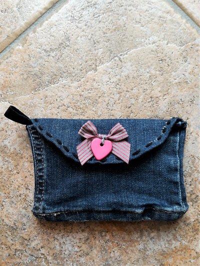 Bustina in jeans con chiusura a strappo