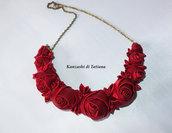 Collana con rose rosse di raso 1