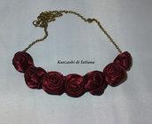 Collana con rose bordeaux di raso 2