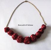 Collana con rose bordeaux di raso 3