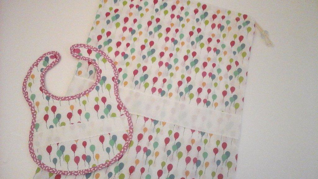 Set nascita ricamabile a punto croce, sacca primo cambio e bavaglino con inserto in tela aida,  in rosa e fucsia