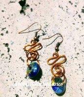 orecchini ricciolo di rame e perla piatta di legno decorata