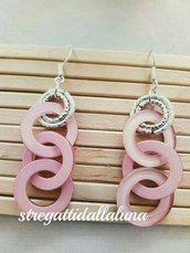 orecchini con cerchi di resina rosa