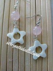 Orecchini pera di quarzo rosa e madreperla a  forma di stella sta