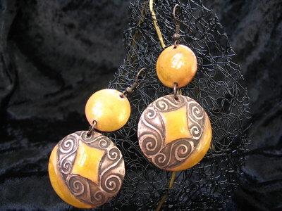 orecchini - smaltati a mano giallo