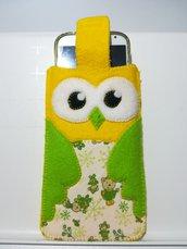 Gufo porta smartphone realizzato a mano in feltro giallo