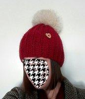 Cappello in lana con pon pon in pelliccia di volpe