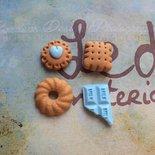 Lotto 4 ciondoli in fimo, a tema dolcetti - azzurro