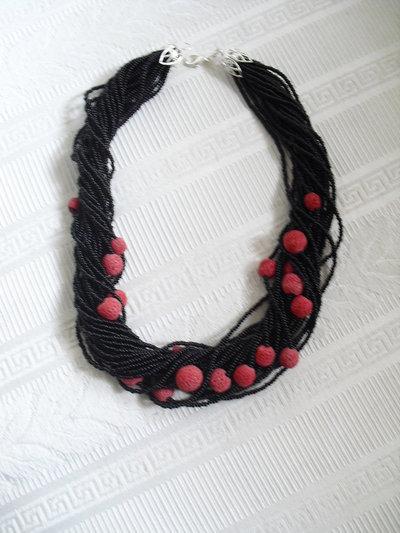 """collana """"torchon nero con perle rosse"""""""