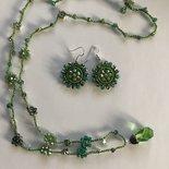 Parure collana e orecchini verdi con fiorellini di cristalli