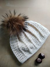 Berretto a uncinetto donna ragazza lana merinos con grande pompon in pelliccia cappello lana panna bianco avorio